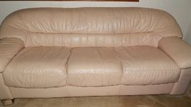 CREAM LEATHER SOFA IN GREAT CONDITION