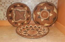 VINTAGE NATIVE AMERICAN STYLE LARGE PLATES IN DIFFERET PATTERNS. SOLD SEPARETLY