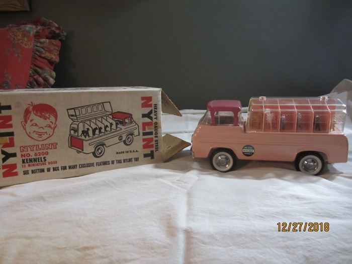 Nylint Kennels Truck with original box.  EXCELLENT condition, never played with.