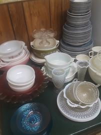 Misc vintage dishes.
