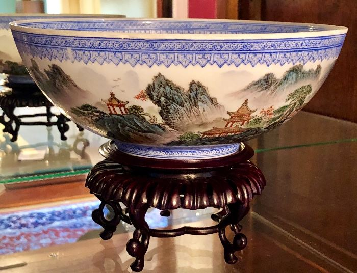Chinese Eggshell Porcelain Hand Painted Bowl on Stand