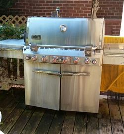 WEBER  natural Gas  GRILL. .connects to gas line No more tanks  to fill