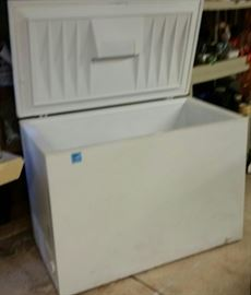FRIDGEDAIRE  CHEST FREEZER   15 CU.FT
