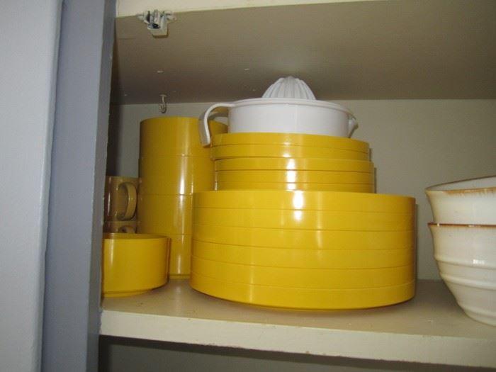 Heller Yellow dish set