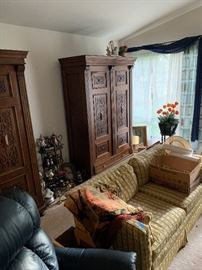 DITO PLUS LEATHER CHAIR  COUCH    A WOOD STANDING CARVED PLANT STAND.
