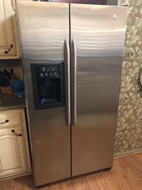 GE Side By Side Refrigerator in great condition