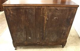 ANTIQUE Oak 4 Drawer Chest  Located Inside – Auction Estimate $300-$600