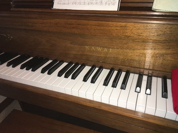 SUPER CLEAN KAWAI UPRIGHT PIANO