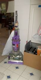 Dyson vacuum cleaner w/accessories