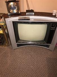 VINTAGE FLOOR TV