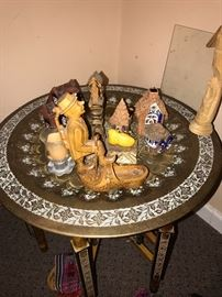 ROUND TRAY TABLE AND DECORATIONS
