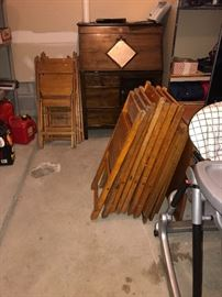15 VINTAGE SNYDER CHAIR COMPANY WOODEN FOLDING CHAIRS