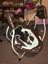 BABY ROCKER-ROCK AND PLAY