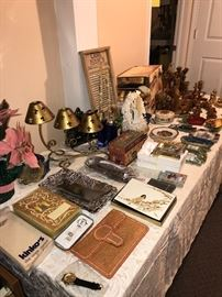 COLLECTIBLES AND HOME DECORATIONS