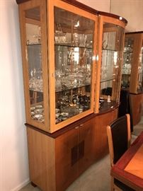 ITALIAN WOODEN DISPLAY / CHINA CABINET ( W/GLASS, MIRROR BACK W/ DISPLAY LIGHTS)