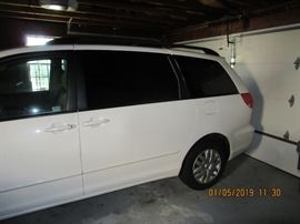 2004 TOYOTA SIENNA LE SUV SLIDING DOORS 3 ROWS OF SEATS, LOADED, LESS THAN 85,000 ORIGINAL MILES, ORIGINAL OWNER, TAKING OFFERS