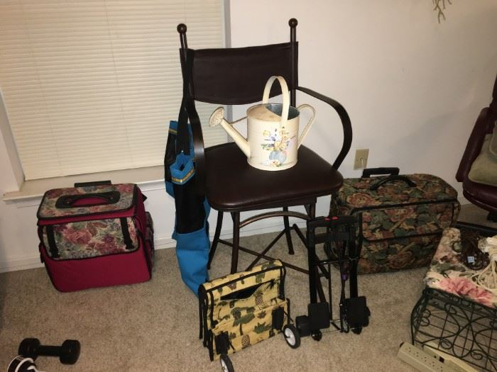 Sewing machine holders and travel bags