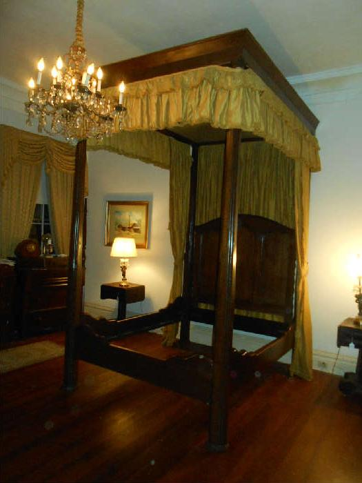 Large Teaster Bed with Hangings