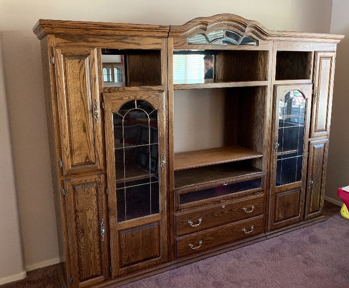 Oak 3-Piece Entertainment Center/Console Dimensions: (HxWxD in)	80x109x21