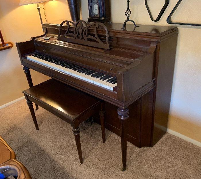 1956 Everett Upright Console Piano40x59.5x25.25inHxWxD