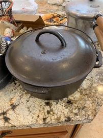 Lodge 8 Cast Iron Dutch Oven Lidded Pot