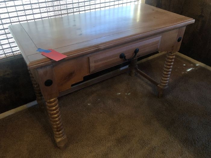 Grand Canyon SFC Whitewash Pine Desk31x45x21inDHxWxD