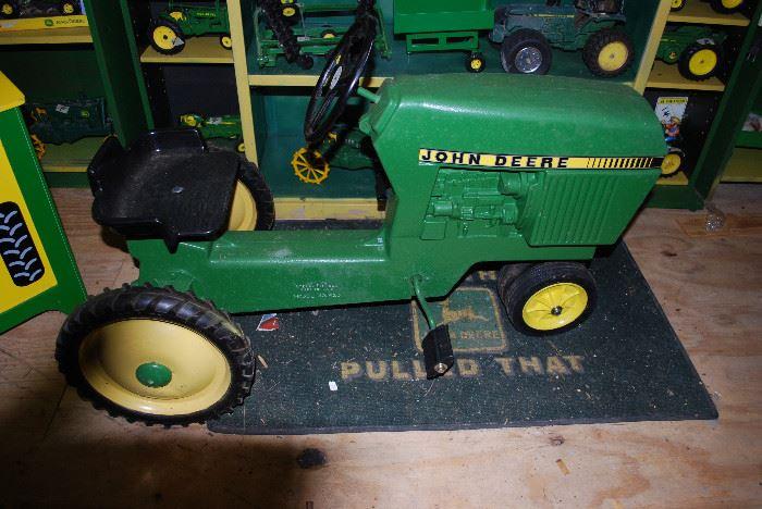 Like New Vintage John Deere Model 520 Pedal Tractor