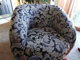 Club Swivel Chair round swivel base