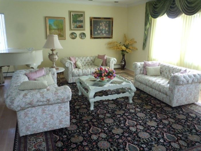 Beautiful formal living room set. like-new condition
