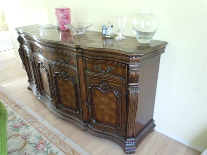 Hooker credenza.  Like-new condition. Beautiful solid furniture.