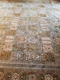 Beautiful oriental  silk 14' x 10' rug excellent condition