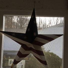 Decorative USA Flag Painted Metal Star https://ctbids.com/#!/description/share/85818