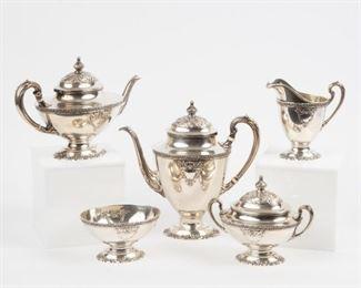Lot 8: Wallace Sterling 'La Reine' Tea Set