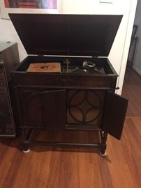 Academy Wind up Gramophone