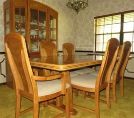 Oak Dining Room Table Set with 2 Leaves & Matching Lighted China Hutch
