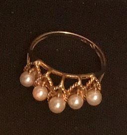 14K ring w/5 pearls