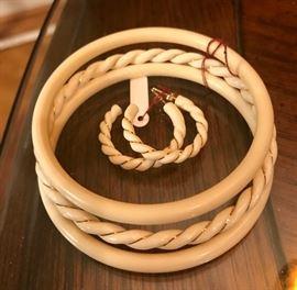 14K wire earrings w/matching bracelet