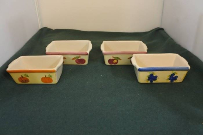 Set of 4 Cute Bread Baking Pans with Fruit on Side
