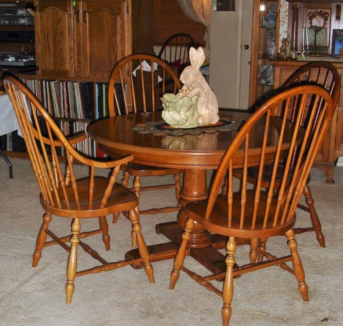 Oak round dining table - two leaves and 6 chairs