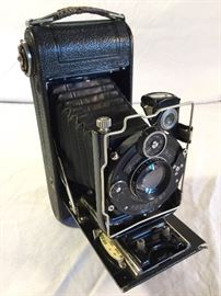 Antique 1912 Compur Shutter on a Zeiss-Ikon Icarette Folding Camera. https://ctbids.com/#!/description/share/86889