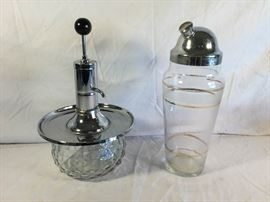Vintage Cocktail Shaker & Shot Pump https://ctbids.com/#!/description/share/86960