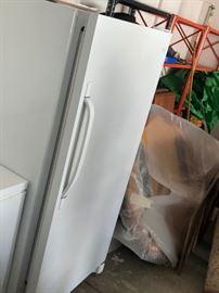 WestingHouse Refigerator (No Freezer)