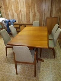 Skovmand Andersen Danish Modern Teak dining table, 6 chairs