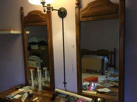 Mirror to dresser
