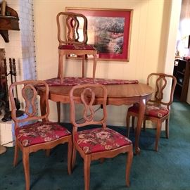 Petit dining table with 4 chairs