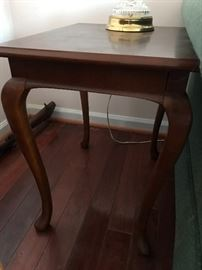 Bombay Co end Table