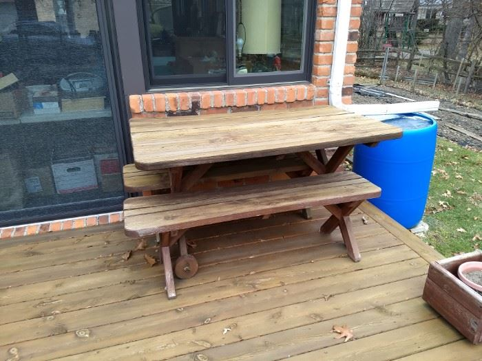 Picnic Table w Benches