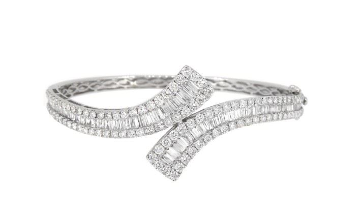 6.01 Diamond Bangle 18K
