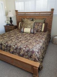 Beautiful bedroom ensemble: 2 nightstands, bed & dresser