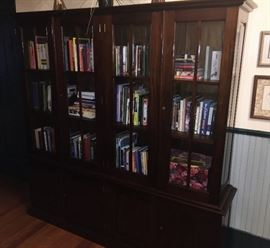GRAND CABINET FOR COLLECTIBLES OR BOOKS